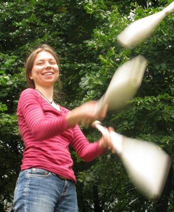Romy Juggling